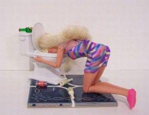 Barbie Muntah di Toilet