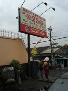 Inilah Bakpia 25 yang paling terkenal dan terenak di Jogja, ini pusatnya di daerah Ngampilan :D