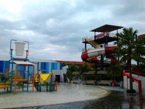 Balong Waterpark, letaknya di deket Jalan wonosari, deket sama Sri Jaya Gypsum hohoho.. Deket kids fun juga :)