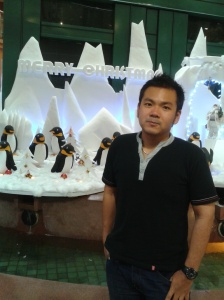 Gue lagi narsis foto di depan hiasan yg ada di deket Lift Galeria Mall Jogja